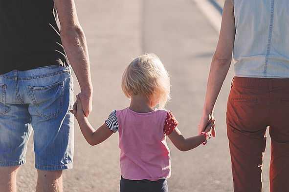 Vater, Mutter mit Kind