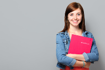Junge Frau mit Mappe
