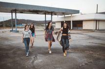 4 junge Frauen